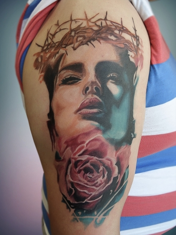 tatuaj-portret-si-trandafir