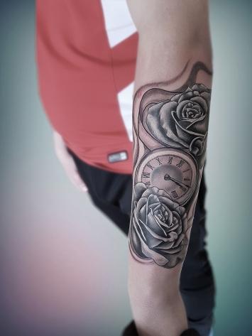tatuaje-ceas-si-trandafiri