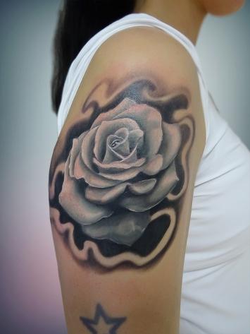 tatuaje-flori-alb-negru